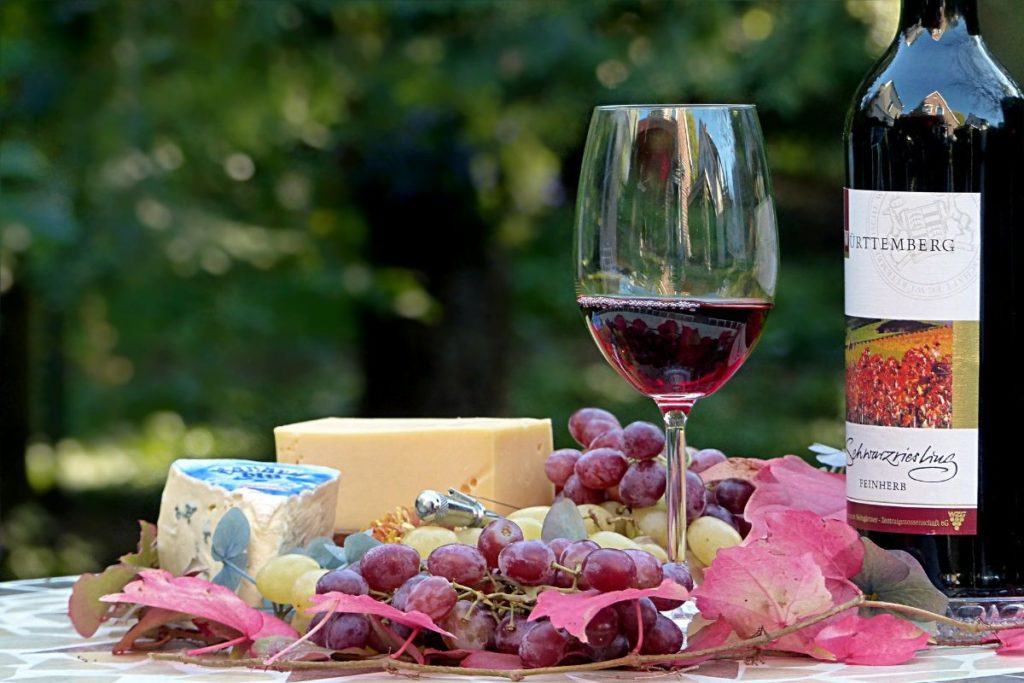 cheese-and-wine-hamper-ideas
