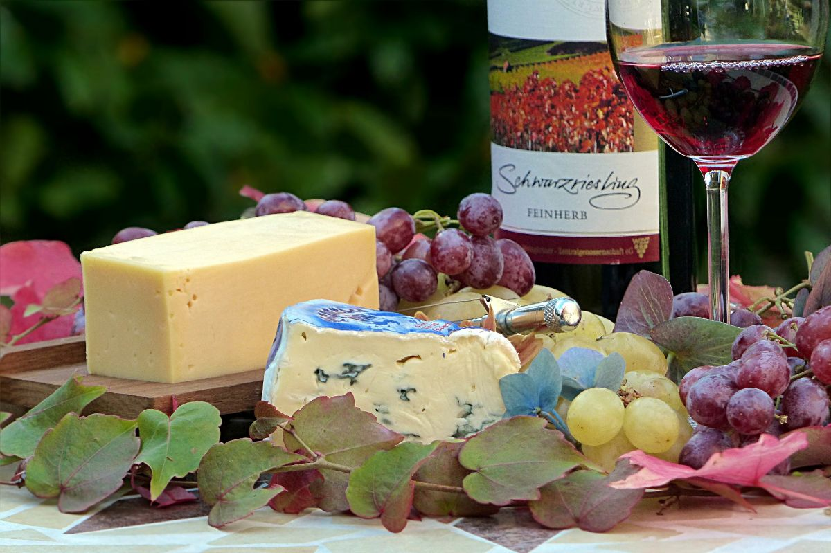 The 5 Best Cheese and Wine Hampers on Amazon